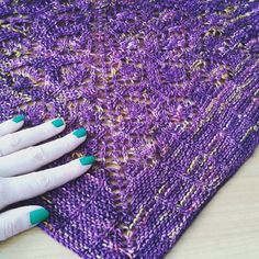 Bonne Saint-Patrick à vous!   Aujourd'hui je porte mon Hamamelis #saintpatricksday #saintpatrick #kirstenkapur #tricot #knitting #iloveknitting #ilovetricot #handknit #handemadewithlove #neverenoughshawls #shawl #shawladdict #instaknit #knitstyle #annettepetavy by emyd03