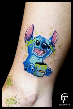 But not green paint. Time Tattoos, Sister Tattoos, Friend Tattoos, Body Art Tattoos, Small Tattoos, Tatoos, Stitch Tattoo, Finger Henna, Pinturas Disney