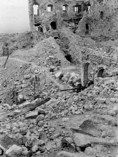 Cassino (Italy) :: Frank J. Davis World War II Photographs Luftwaffe, Battle Of Monte Cassino, Poland History, Italian Campaign, Nuclear Disasters, History Online, World War Two, Wilderness, Wwii