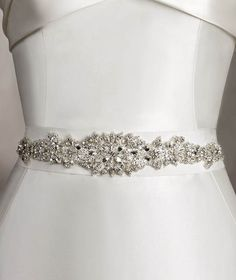 Pronovias presents its CINT.306 wedding dress belt. | Pronovias