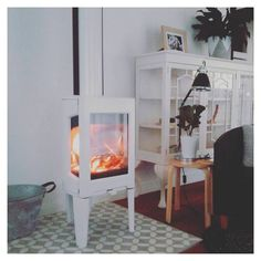 Hvitt-hvitt Jøtul F 163 Foto: @simplethingssmalljoys #jøtul #jotul #jøtulf163 #ovn #peisovn #koseligmedpeis #peiskos #innekos #vedovn #ildtedetelsker #ildstedet #ildstedetlovesit #koseligmedpeis #woodstove #skandinaviskehjem #nordichomes #hytteliv #interior123 #ildsted #nordiskehjem#woodstove #fireplace #fireplaces #peis #ovn #firewood Courtyard House, Kos, Firewood, Stove, Home Appliances, Interior, Furniture, Home Decor, Fireplace Heater