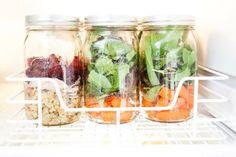 Slacker-Friendly Organizing: Smart Storage Solutions to Pimp Your Fridge! Kitchen Helper, Kitchen Pantry, Kitchen Hacks, Refrigerator Organization, Pantry Organization, Organize Fridge, Organized Mom, Getting Organized, Canning Jars
