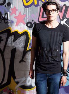 #ETAFASHION #moda #modamasculina #jean #camiseta #sombrero #gafas