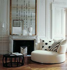 Quest'angolo è il mio preferito, lo specchio dipinto un'idea mooolto interessante :--). Trovato su http://eclecchic.blogspot.it/