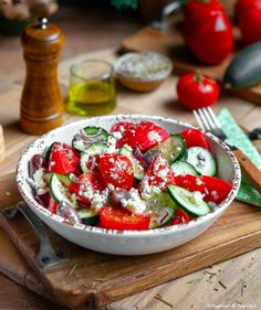 Si vous êtes allés en Grèce, vous n'avez pas pu la rater. La recette de la salade grecque est facile, rapide et délicieuse. Salade Healthy, Cooking Recipes, Healthy Recipes, Savoury Recipes, Healthy Food, Caprese Salad, Lunch, Kitchen, Foodies