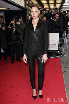 "9feb0719dfa0 Gal Gadot in Victoria Beckham Pre-Fall 2016 at the UK premiere of ""Criminal"