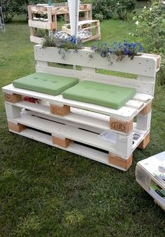 Recycling of pallet wooden furniture projects design 2019 - pallet ideas. Wooden Pallet Projects, Diy Pallet Furniture, Pallet Ideas, Furniture Projects, Diy Projects, Pallet Crafts, Furniture Stores, Wooden Furniture, Garden Projects