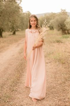Mom and two teenager daughters photoshoot Bridesmaid Dresses, Wedding Dresses, Family Portraits, Daughter, Photoshoot, Mom, Beauty, Fashion, Bridesmade Dresses