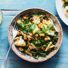 Lemony Pasta with Cauliflower, Chickpeas, and Arugula