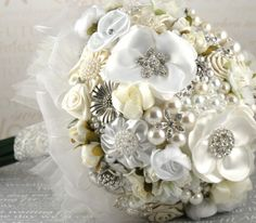 Juneberry Lane: Tutorial Tuesday: A Vintage Dream; Bouquet of Brooches . . .    brooch bouquet