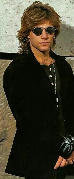 He's almost too pretty! Jon Bon Jovi, Bon Jovi 80s, Wild In The Streets, Bon Jovi Always, We Will Rock You, Bald Men, Rock Legends, Matthew Mcconaughey, Celebrity Babies