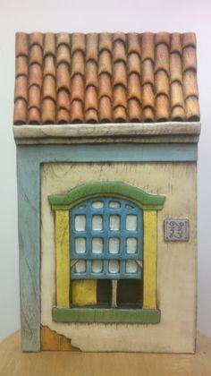 """Projeto """"Casa Colonial"""". Peça entalhada e pintada a mão em cedro(Vendida)."""