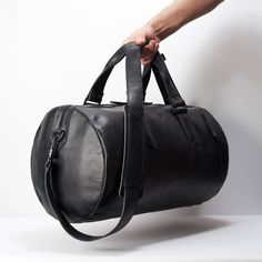 Brown Leather Duffle Bag Men Shoulder Travel Weekender, Gym Sports Carry On, Handmade Overnight Clothes Holdall. Leather Duffle Bag, Duffel Bag, Mochila Nike, Designer Shoulder Bags, Black Leather Bags, Custom Bags, Laptop Bag, Fashion Bags, Mens Fashion
