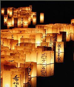 Chinese Floating Lanterns. Soooo Cool! eCityLifestyle.com