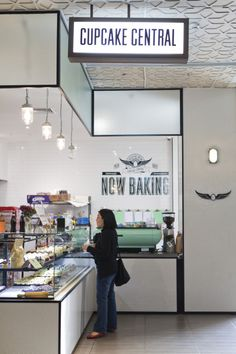 """Look at the ceiling.                     Cupcake Central 