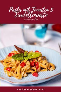 Rezept für eine schnell gemachte herrliche Sommerpasta, mit Sardellen, Kapern & getrockneten Tomaten. Pesto, Spaghetti, Ethnic Recipes, Blog, Al Dente, Dried Tomatoes, Noodles, Meat, Vegetarian Recipes