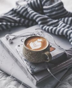 It can be very difficult to brew your own coffee at home. The equipment you use to brew your coffee can be complicated. Coffee Is Life, I Love Coffee, Coffee Break, My Coffee, Starbucks Coffee, Coffee Cafe, Coffee Drinks, Coffee Shop, Coffee Humor