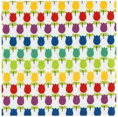 Tulpen in kleur van Kokka, deze stof is precies goed voor de lente. Kleurrijke tulpen op een witte achtergrond. De tulpen hebben een afmeting van ± 1,5 x 3 cm.