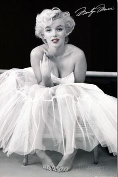 Marilyn Monroe-Ballerina - StudentRate
