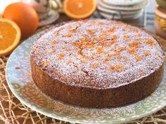 La torta all'arancia è un profumatissimo dolce soffice e genuino. Un dolce facile e veloce da preparare. Da farcire e guarnire a piacere.