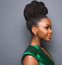 Cheveux afro naturels, lisses, box braids, locks…. Comment se confectionner une coiffure au top pour les fêtes ? Into The Chic vous livre ses inspirations coup de cœur !