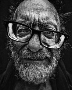 Lee Jeffries, famous for his portrait photography. Black And White Portraits, Black White Photos, Black And White Photography, Face Photography, Indian Photography, Lee Jeffries, Old Man Portrait, Pencil Portrait Drawing, Old Faces