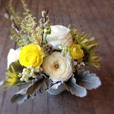 yellow spring wedding flowers