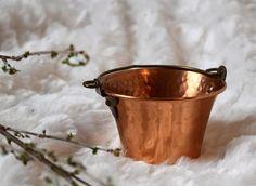 Vintage Copper Bucket Vintage Hammered Copper Vintage Copper Copper Planters, Copper Pots, Hammered Copper, Indoor Planters, Boho Decor, Vintage Items, Bucket, Etsy, Indoor Window Boxes