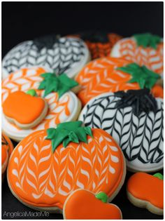 Halloween wouldn& be complete without pumpkin sugar cookies. Mix it up with these pumpkin-shaped cookies with a twist. I saw similar cookies online and had to try them for myself. Totally show-off worthy. Pumpkin Sugar Cookies Decorated, Iced Sugar Cookies, Sugar Cookies Recipe, Royal Icing Cookies, Pumpkin Shaped Cake, Frosted Cookies, Thanksgiving Cookies, Fall Cookies, Holiday Cookies