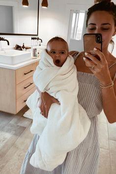 pragnancy Warum ich keine Schuld meiner Mutter habe Sivan Ayla Choosing The Right I Want A Baby, Cute Little Baby, Mom And Baby, Little Babies, Cute Babies, Baby Baby, Cute Family, Baby Family, Family Goals