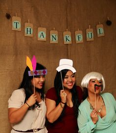Fun Thanksgiving day photos with props #togally #thanksgiving #photographer www.togally.com WOC