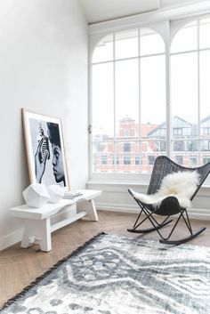 'Minimal Interior Design Inspiration' is a biweekly showcase of some of the most perfectly minimal interior design examples that we've found around the web - Estilo Interior, Home Interior, Interior Architecture, Interior Decorating, Interior Design Examples, Interior Design Inspiration, Room Inspiration, Home Living Room, Living Spaces