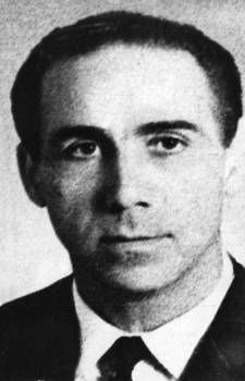Grigoris Lambrakis (Born in Kerasitsa, Arcadia on April 3, 1912 – died in Thessalonike on May 27, 1963) was a Greek politician, physician, track and field athlete, and member of the faculty of the School of Medicine at the University of Athens. A member of the Greek resistance to Axis rule during WWII, he later became a prominent anti-war activist. His assassination by right-wing zealots provoked mass protests and led to a political crisis. Makes You Beautiful, Right Wing, Track And Field, Your Smile, Vintage Photos, Athlete, Greece, Personality, How To Become