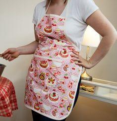 Le tablier de cuisine Zoé, fait main dans l'atelier de Minipop.