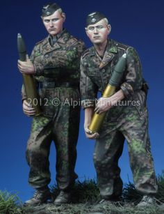 The Modelling News: Review: Alpine Miniatures 35135: 1/35 SS Panzer Crew Kursk (2 Figure set)