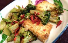 Zo krijgt je gerecht nét wat meer pit! Broccoli is zo'n groente die altijd kan. Maar om nu telkens weer op dezelfde manier je broccoliroosjes te koken en misschien te serveren met een kaassausje wordt ook wel een beetje saai. Daarom is dit recept voor pittige broccoli hét recept voor wat extra vari