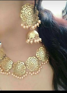 bridal jewelry for the radiant bride Jewelry Design Earrings, Gold Jewellery Design, Gold Jewelry, Gold Bangles, Ring Earrings, Gold Necklace, Indian Jewelry Sets, Indian Wedding Jewelry, Bridal Jewelry Vintage