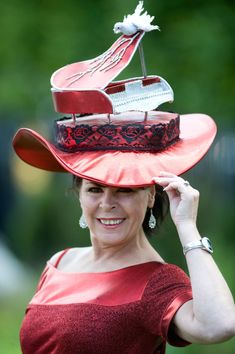 Royal Ascot: Wild Hats That Slipped Past The Fashion Police - excuse me, there´s a bird on your piano...