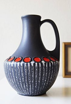 Ceramic Pottery, Ceramic Art, Black Clay, Woodworking Patterns, Red Accents, Retro Home, Bottle Art, Vintage Ceramic, Op Art