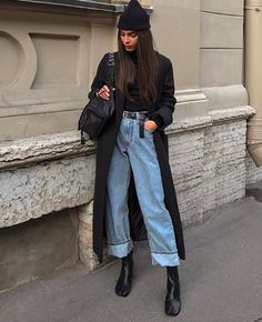 Apr 2020 - Baggy jeans are one of the most popular denim trends this year but the key to pulling them off is the right shoes. Shop our must-haves. Mode Outfits, Jean Outfits, Casual Outfits, Hijab Casual, Girl Outfits, Jeans Trend, Denim Trends, Outfit Jeans, Skandinavian Fashion