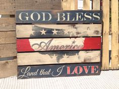 Wooden Pallet Projects 16 Amazing Handmade Of July Decorations For Last Minute Home Decorating - A creative collection of handmade home decor ideas featuring 16 Amazing Handmade Of July Decorations For Last Minute Home Decorating. Wooden Pallet Projects, Wood Pallet Signs, Pallet Crafts, Wood Pallets, Wooden Signs, Wood Crafts, Rustic Signs, Pallet Flag, Pallet Art