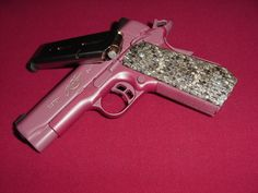 Waaant! Kimber 45 anodized in pink with pearl coating and snakeskin. Loooovin it