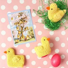 A guide for crocheted chicks as egg warmers for Easter - Amigurumi/ Häkeln - Ostern Mermaid Invitations, Diy Invitations, Crochet Gifts, Free Crochet, Images Instagram, Diy Gifts, Handmade Gifts, Diy Ostern, Crochet Amigurumi