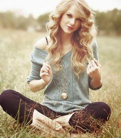 taylor swift, boots, curly hair, necklace - image #694478 on Favim.com