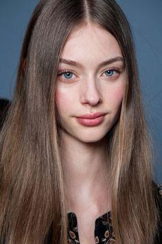 empress-empire // hello & welcome, lovely - empress-empire: Lauren de Graaf Most Beautiful Faces, Beautiful Eyes, Beauty Makeup, Hair Makeup, Hair Beauty, Hair Reference, Charlotte Casiraghi, Fair Skin, Woman Face