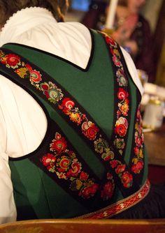 Magasin for Bunad og Folkedrakt Folk Costume, Costumes, Sons Of Norway, Norwegian Vikings, Folk Embroidery, Bridal Crown, 1940s Fashion, Historical Clothing, Folklore
