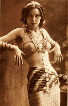 Inspiration: Most dieselpunk fashion for females seems to be limited to pin-up models, flappers, aviatrices, and soldiers (most of them over-sexed). How's a 1920's gypsy for different inspiration?