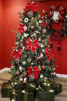Dicas para montar a árvore de Natal de forma mais organizada e harmônica! Um exercício de criatividade a amor à família, com itens que amamos!