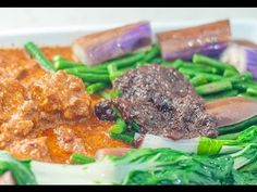 Beef Kare-Kare is a version of kare-kare or peanut stew that makes use of beef c. - Oh me so hungry! My kind of comfort food - Hawaiian, Filipino, Japanese, local Hawaiian kine flavors - Oxtail Recipes Kare Kare Recipe, Filipino Dishes, Filipino Food, Filipino Recipes, Oxtail Recipes, Oven Roasted Chicken, Beef Stir Fry, Spicy Shrimp, English Food