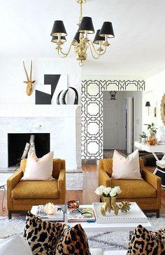 65 ideas living room wallpaper gold interior design for 2019 Black And Gold Living Room, Living Room White, Living Room Paint, Living Room Colors, Living Room Modern, Living Rooms, Cozy Living, Living Room Inspiration, Home Decor Inspiration